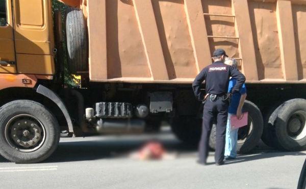 В Кургане КамАЗ сбил женщину на пешеходном переходе