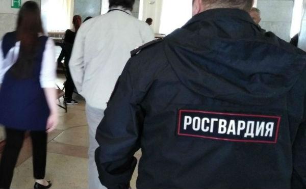 В Шадринске грабитель напал на 17-летнюю девушку и нарядился в ее одежду