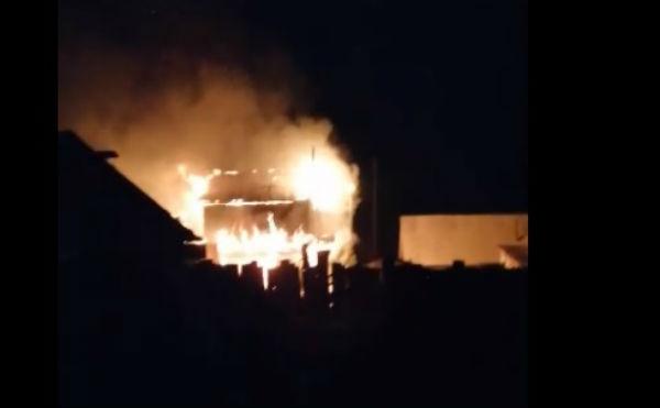 В Кургане ночью сгорел двухэтажный дом