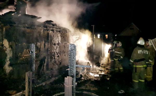 В Кургане сгорел жилой дом в Рябково