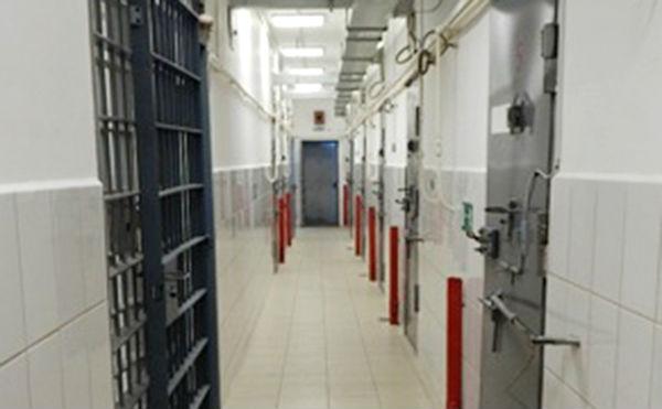 В Зауралье заключенный напал на сотрудника шадринского СИЗО