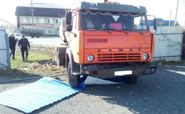 В Кургане «КАМАЗ» насмерть сбил пешехода на улице Омская