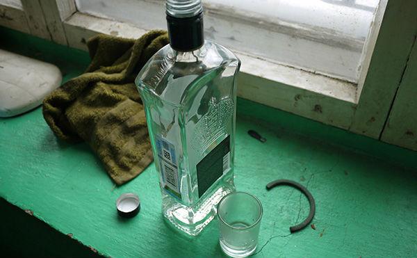 Зауралец убил пенсионера бутылками во время застолья