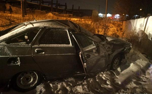 В Кургане молодой водитель врезался в забор и погиб