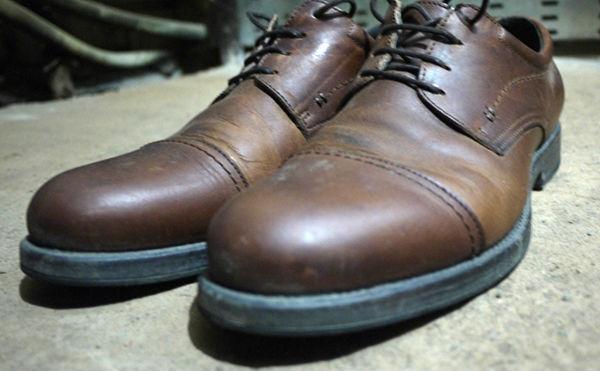 В Кургане женщина украла ботинки из магазина одежды.