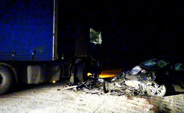 В Зауралье пьяный водитель врезался в стоящую фуру
