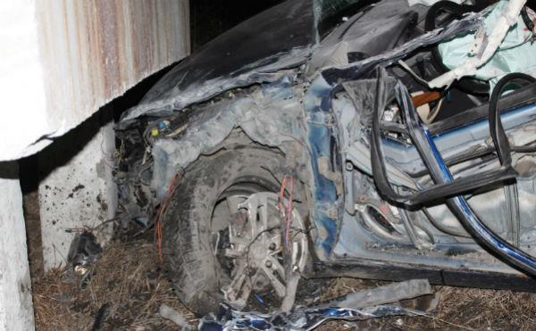 В Кургане легковушка врезалась в железобетонную конструкцию