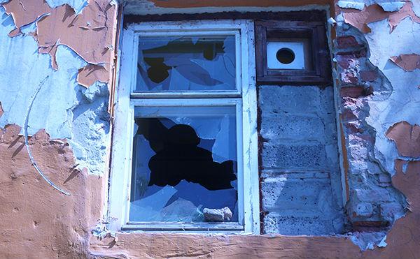 v-shadrinske-obokrali-dom-razbiv-okno-polenom
