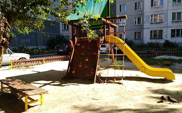 Зауралец разгромил детскую площадку в Парке Победы